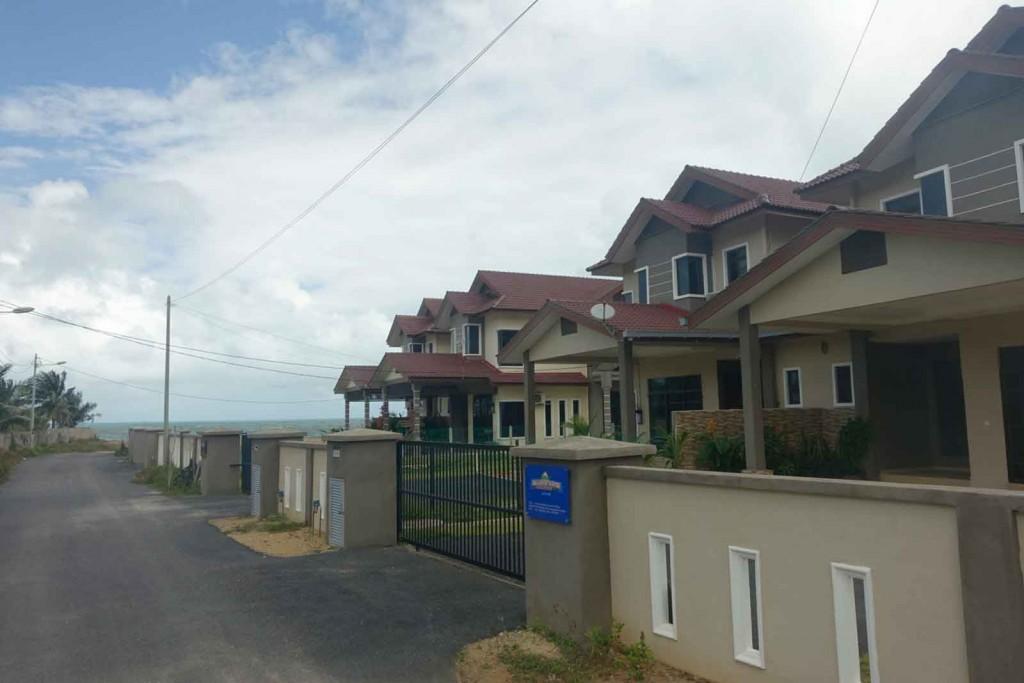 Straße mit den Seaside Lodges