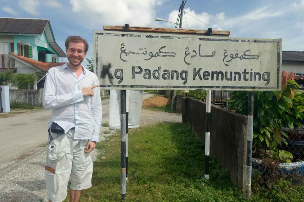 Ortseingangsschild Kampung Padan Kemunting