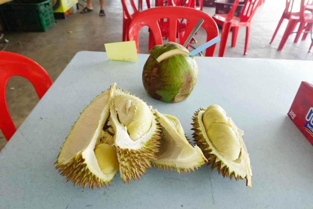 Durian mit Kokosnuss