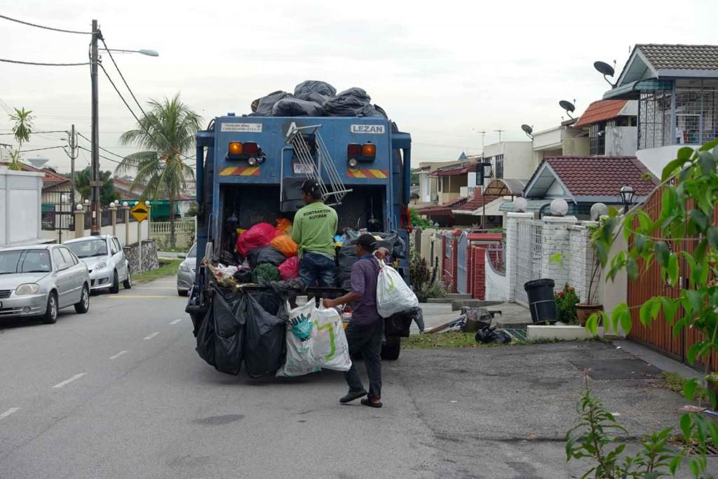 Müllauto in KL