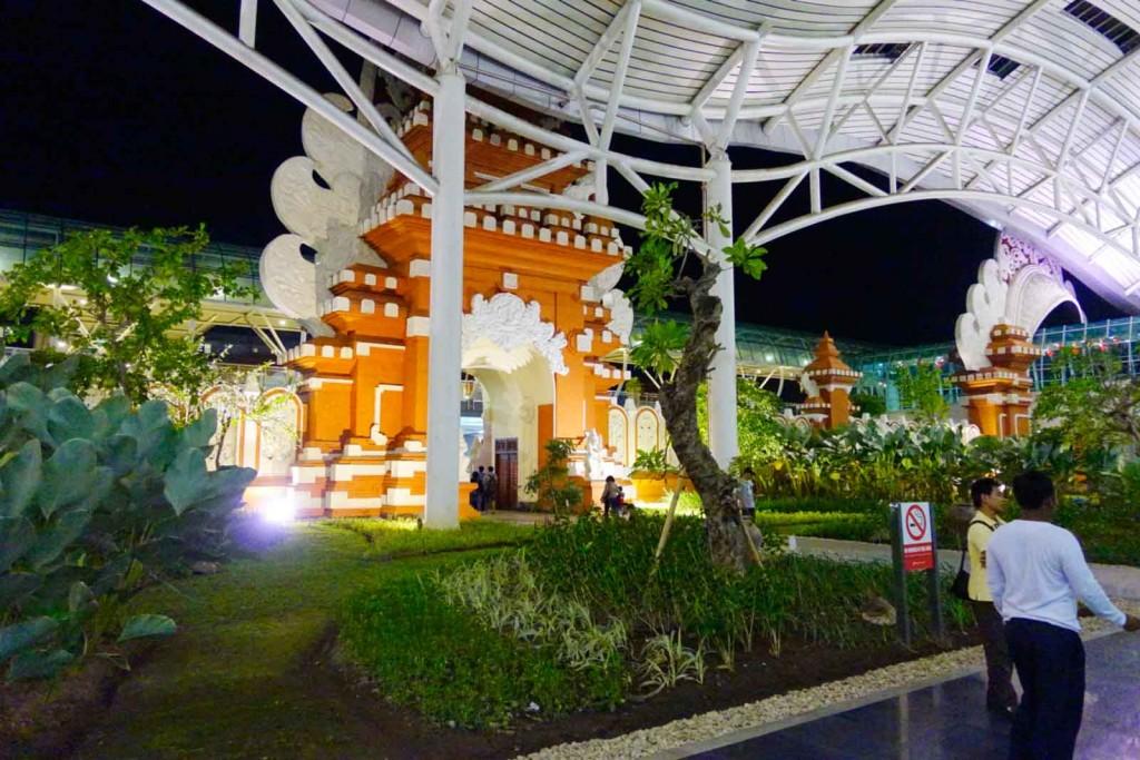 Flughafenverzierung in Denpasar
