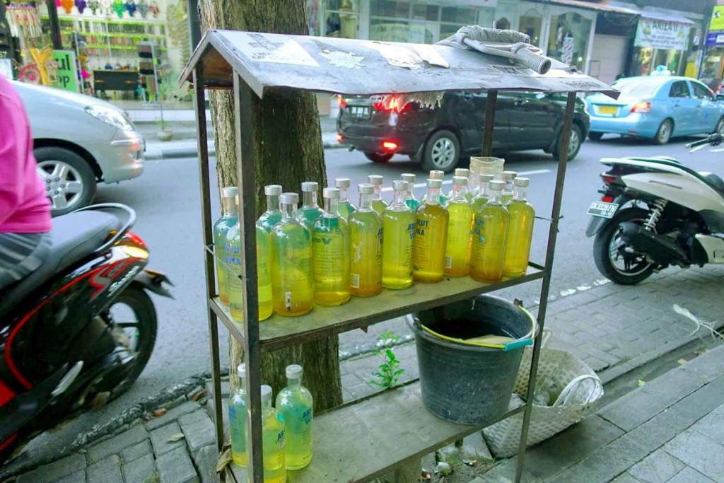Benzin in Absolut-Vodka-Flaschen