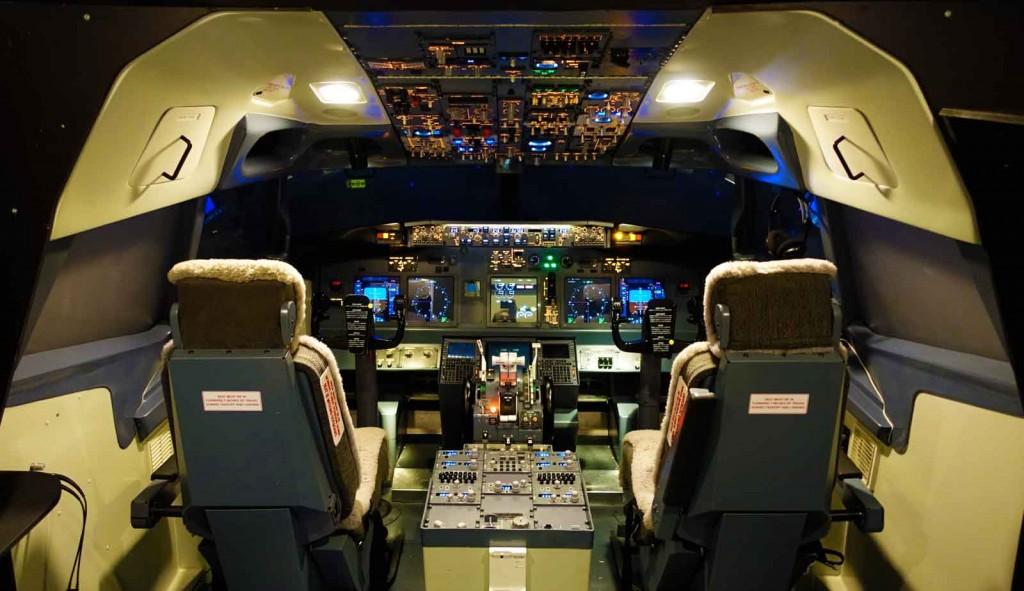Boeing-737-Simulator-Cockpit