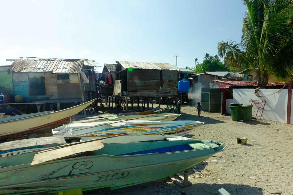 Einheimischenhütten auf Mabul