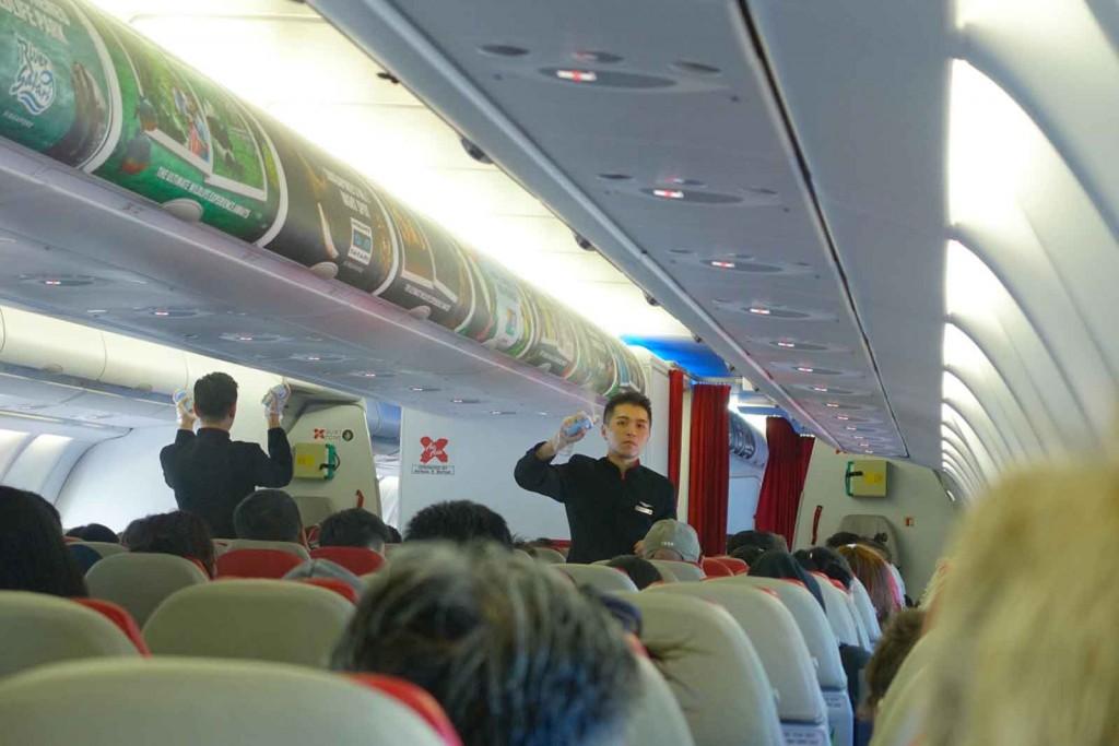 Kabinenbesprühung vor der Landung in Australien