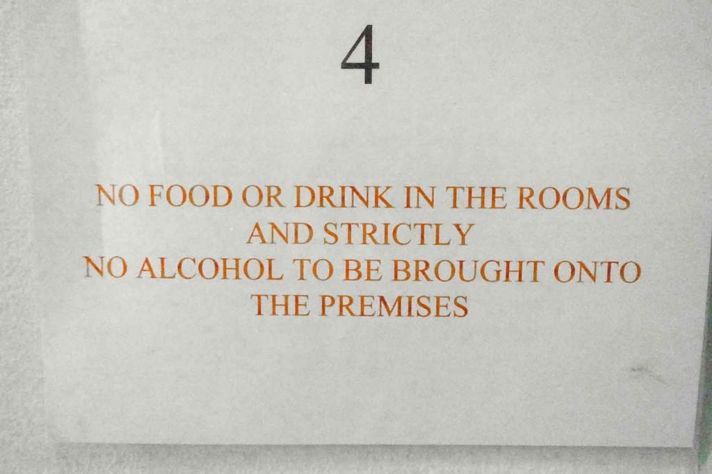 Keine Getränke, kein Essen auf dem Zimmer.