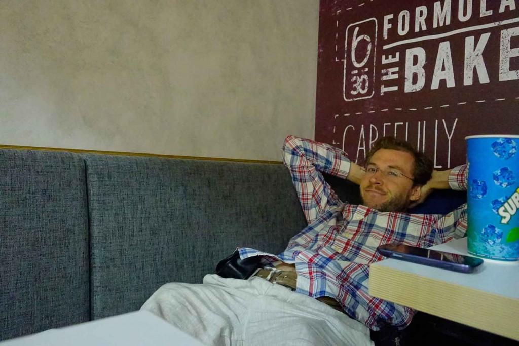 Übernachtung auf der Café-Bank