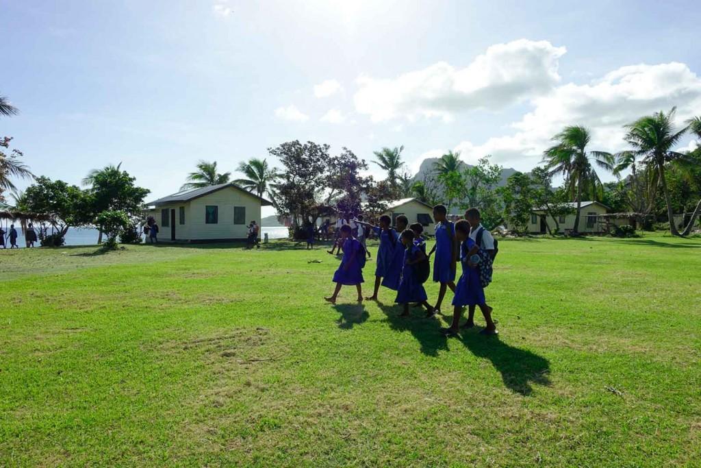 Schulaushabende Kinder auf Waya