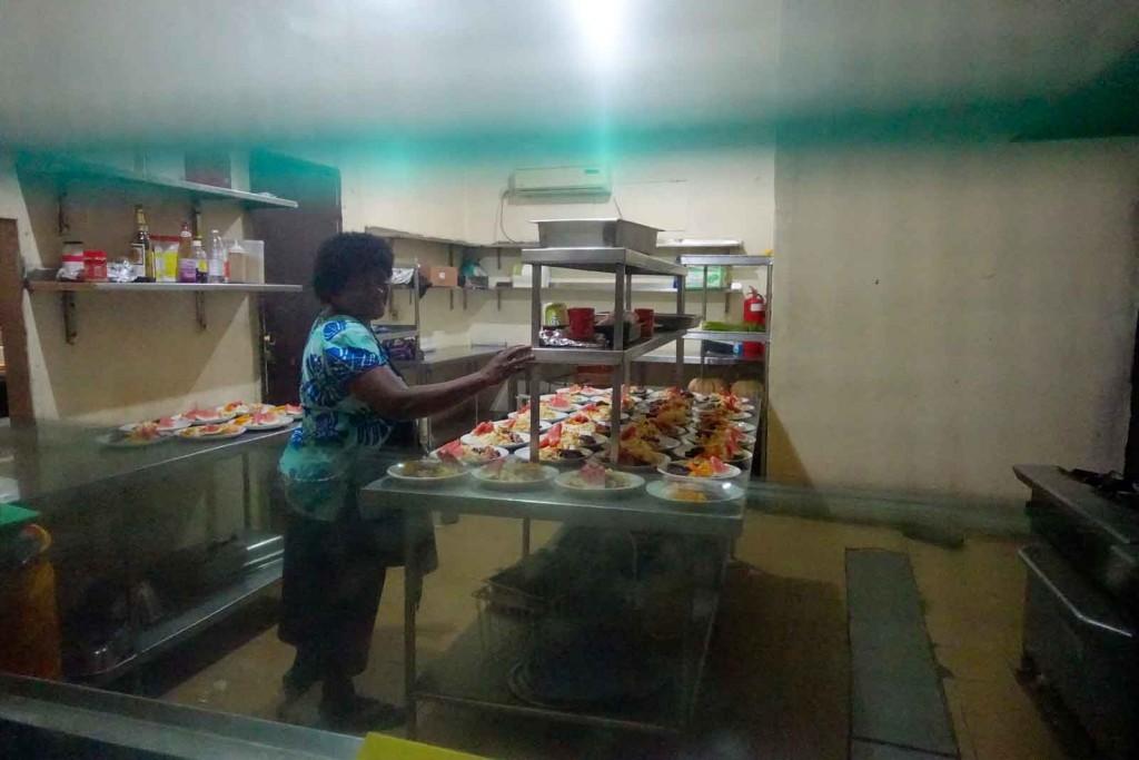 Blick in die Küche im Waya Lailai Ecohaven
