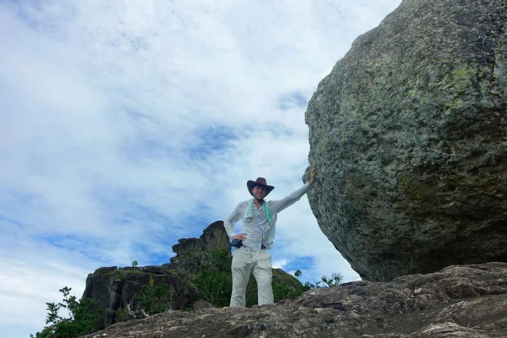 Ich am Stein anlehnend