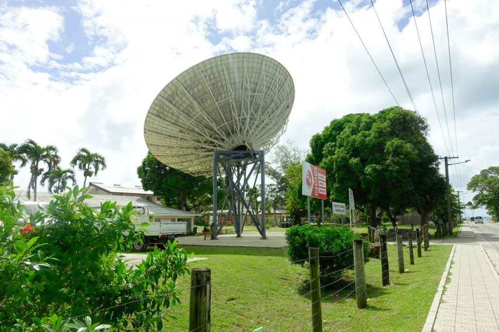 Riesen Satellitenschüssel