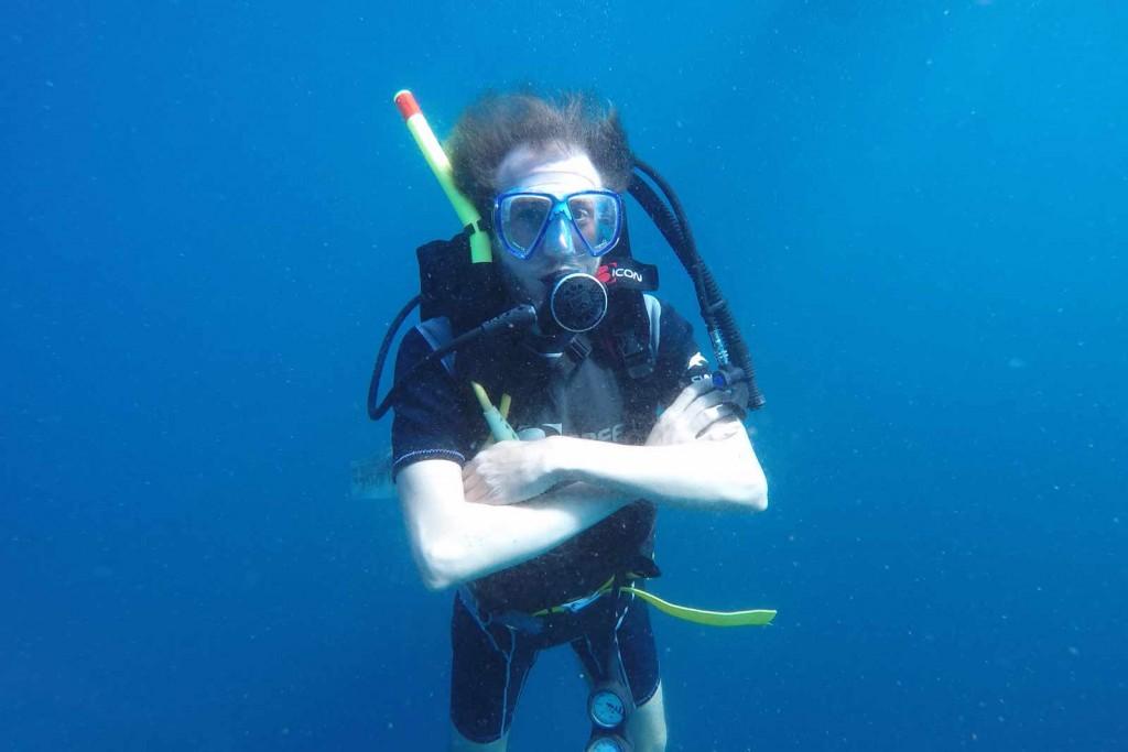 Ich so, posierend unter Wasser