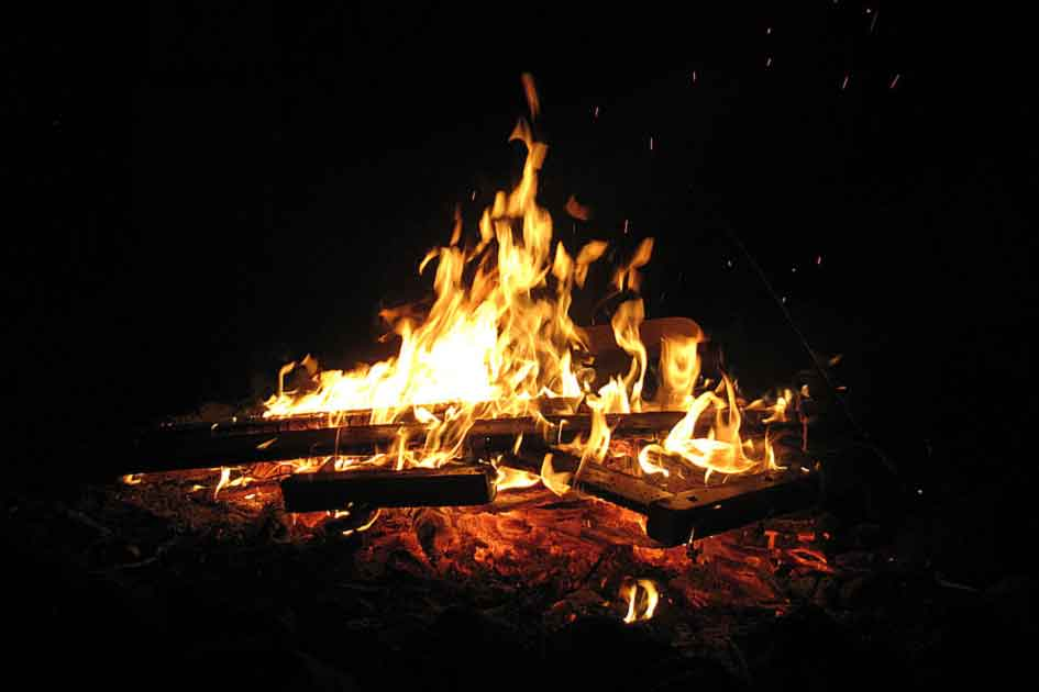 Loderndes Lagerfeuer